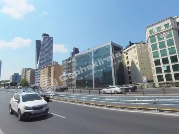 İstanbul Mecidiyeköy E5 otoyol üzeri Kiralık Reklam Cephesi