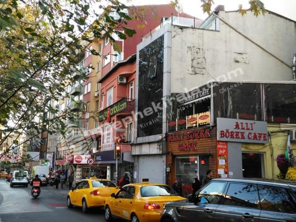 İstanbul Ortakoy 'de Kaçmaz Plestijli Kiralık 2 Yön Reklam Cephesi